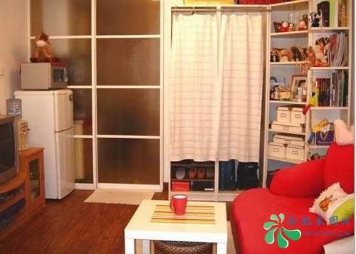 简装客厅隐形门电视背景墙效果图